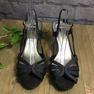 💙 SALE! 3/$15 Black glitter formal low heel shoes